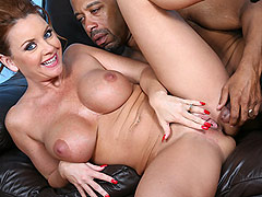 Busty cougar Janet Mason shows her skills on a black dong
