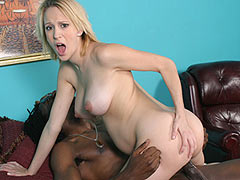 Ruth Blackwell gets a Creampie in her pregnant Pussy